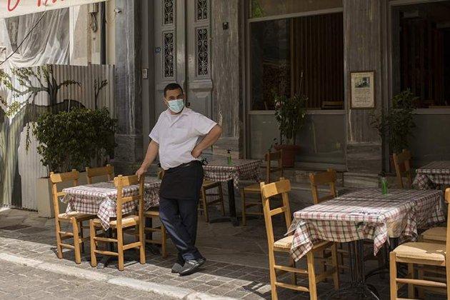 Греція повертає карантинні обмеження через спалах коронавірусу серед молоді