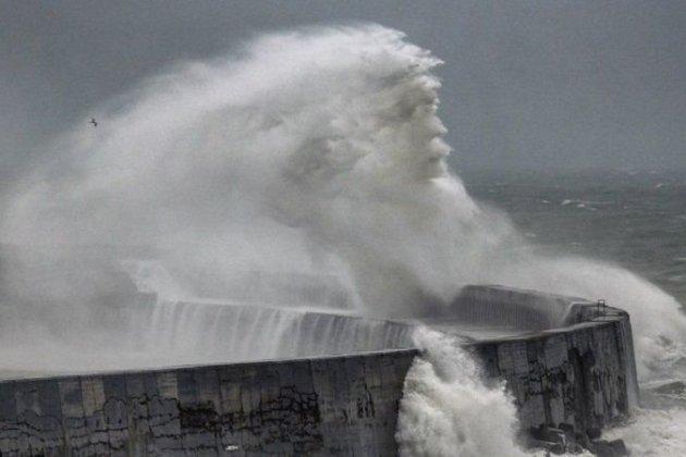Фотограф зафільмував «Посейдона» у морі поблизу Ньюхейвена