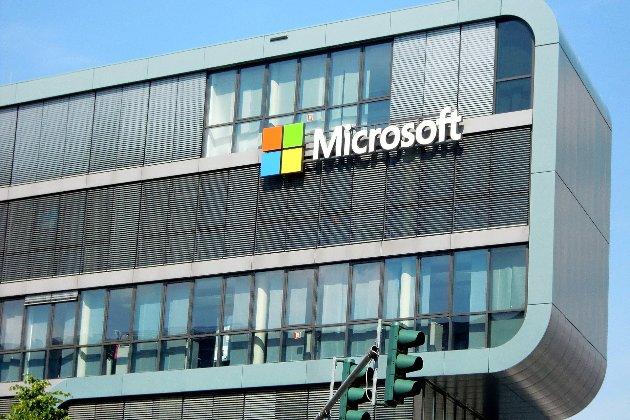 Працівники Microsoft отримають по $1,5 тис. за роботу під час пандемії