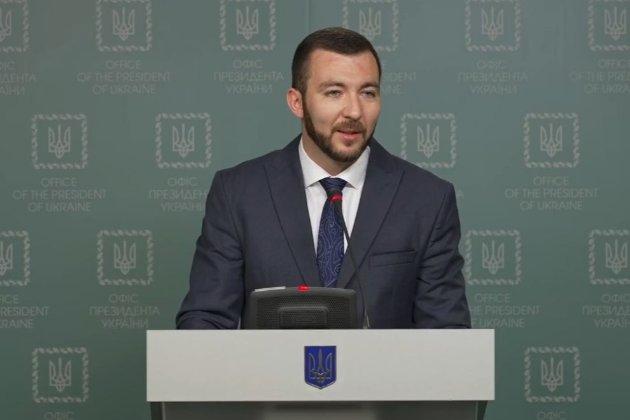 «Я не нервуюсь, я біг». Сергій Никифоров офіційно став прессекретарем Зеленського