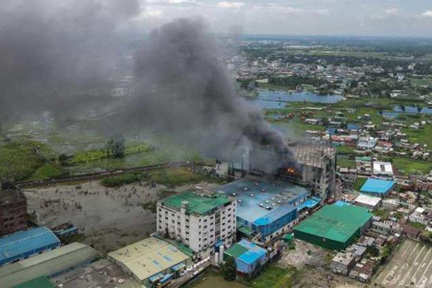 У Бангладеш згоріла фабрика з виробництва соків. Загинули щонайменше 52 людини