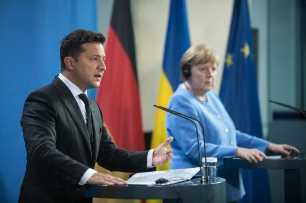 «Безпека — наш пріоритет». Зеленський запропонував Меркель обговорити транзит газу через Україну в межах «нормандського формату»