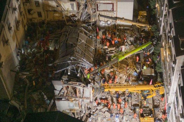 Через обвал будівлі готелю в Китаї загинули вісім людей