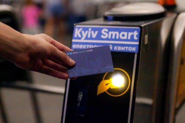 Київ остаточно припинив обіг паперових квитків у транспорті. Як тепер оплатити проїзд