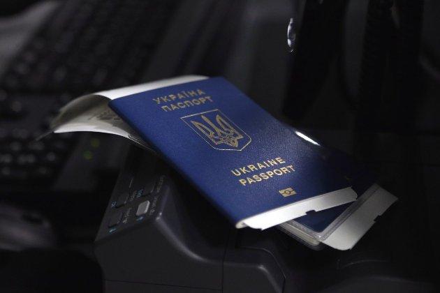 Посли ЄС внесли Україну до списку держав, для яких скасують обмеження на в'їзд, — ЗМІ