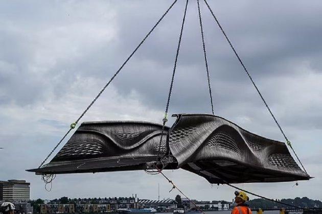 В Амстердамі з'явився перший у світі металевий міст, надрукований на 3D-принтері