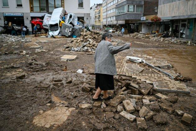 Кількість загибилих від повеней у західній Європі зросла до 160. Сотні зникли безвісти