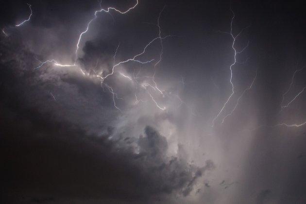 У Білорусі від удару блискавки загинула дівчина. Ще четверо людей у лікарні