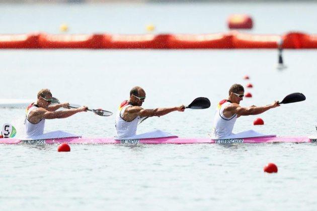 У Токійській затоці устриці почали топити поплавки, розставлені для олімпійських змагань на каное