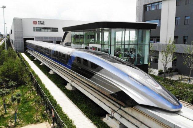 Найшвидший у світі. У Китаї представили потяг на магнітній підвісці, який розганяється до 600 км/год