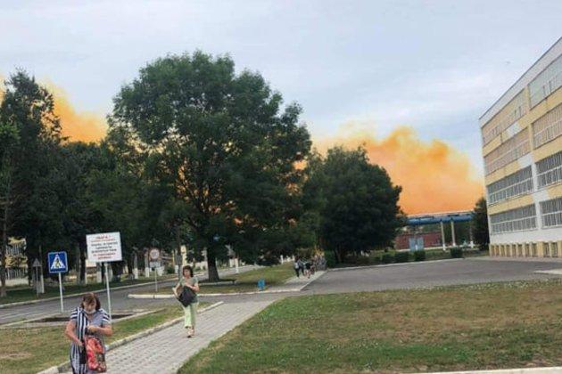 На хімічному заводі поблизу Рівного сталася аварія. Компанія запевняє, що небезпеки немає