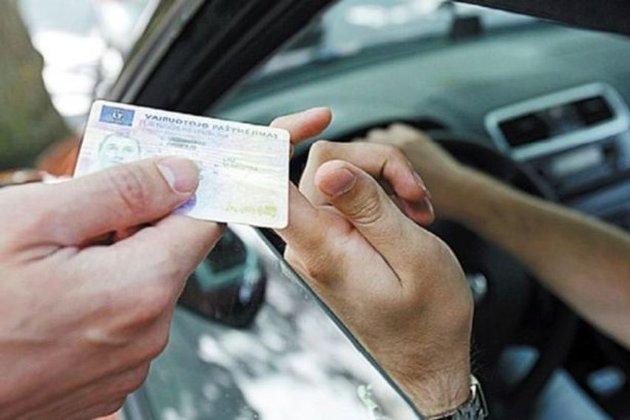 Видані в Україні водійські права знову можна обміняти на італійські