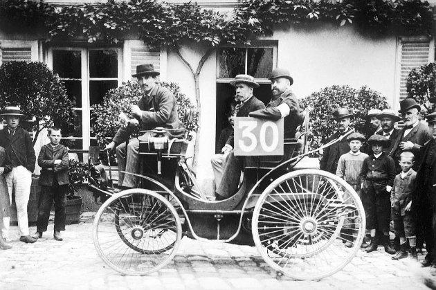 Фотоісторія. В цей день у 1894 році у Франції відбулися перші у світі автоперегони