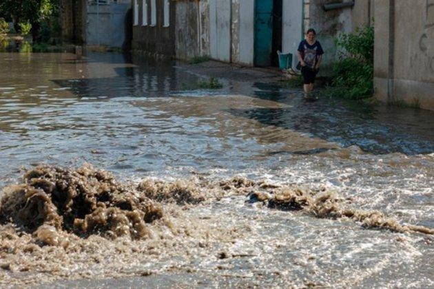 Одесу після зливи накрили масштабні паводки. Дерибасівська перетворилася на річку, в аеропорту не сідають літаки