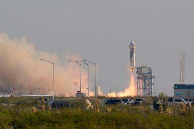 Вчені пояснили, чому «фалічна» ракета Безоса так виглядає. Нещодавнє розлучення мільярдера тут ні до чого