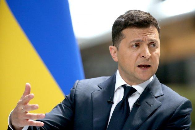 Зеленський скасував штрафи за порушення в'їзду — виїзду в Крим та ОРДЛО