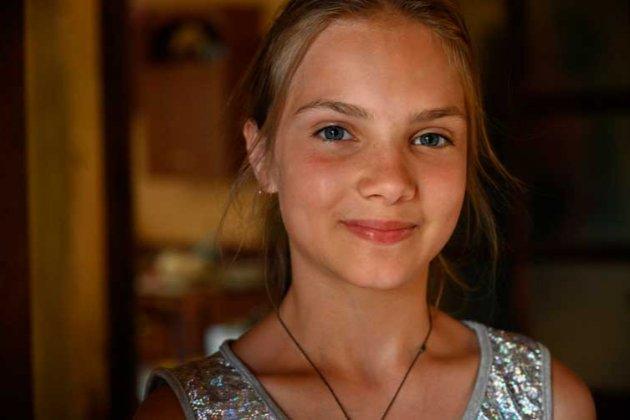 Президент нагородив медаллю 12-річну дівчинку, яка врятувала дітей від повені