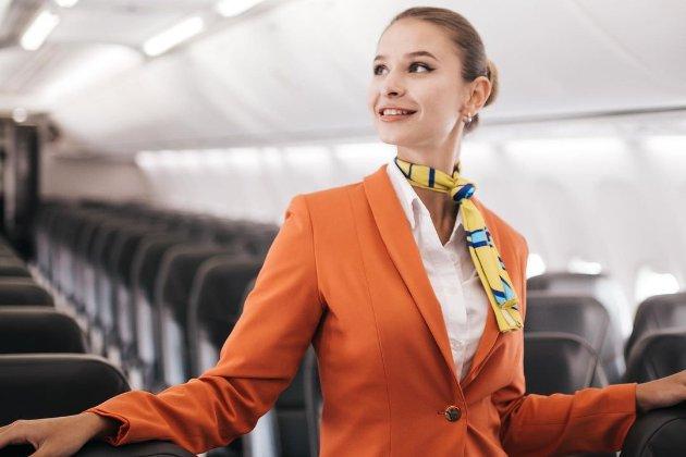 Никаких туфель и юбок. Авиакомпания SkyUp сделает форму для стюардесс удобней