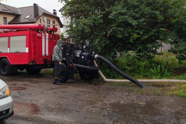 В Бердянске два человека погибли из-за обрыва электропроводов на подтопленную улицу