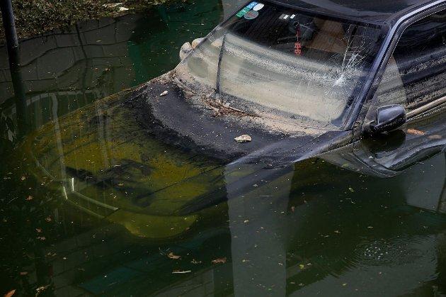 В Китае мужчина три дня провел в ловушке в затопленном гараже