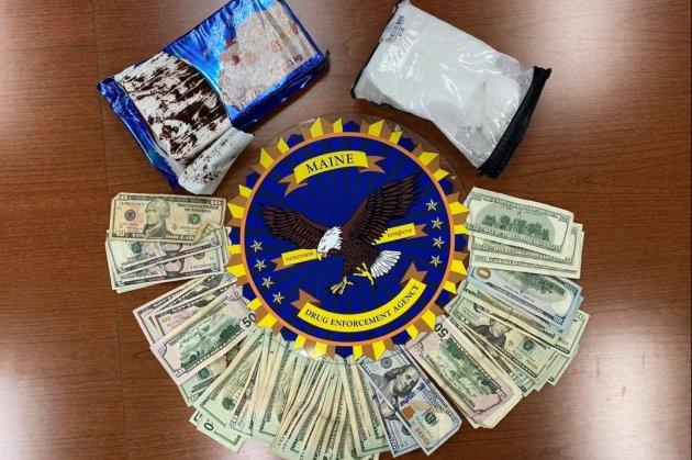 Американцы перевозили кокаин в упаковке от торта, посыпав его кофейной гущей