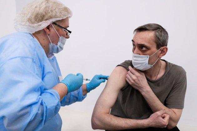 МОЗ может ввести привилегии для COVID-вакцинированных на время локдауна