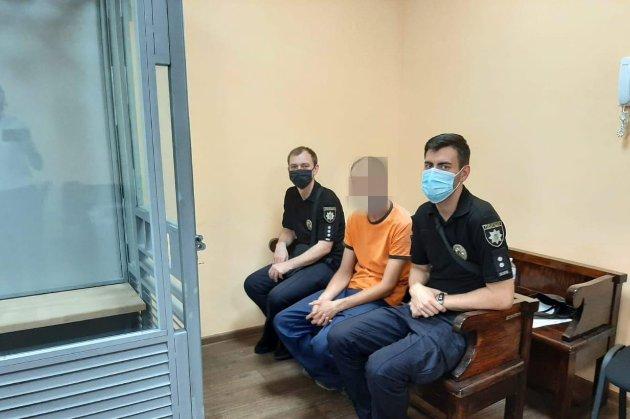 В Кривом Роге арестовали отчима, который держал на цепи семилетнего ребенка (фото)