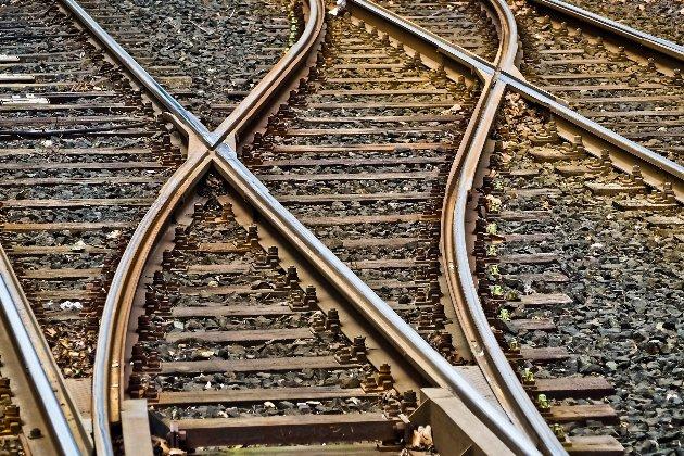 На Львовщине 23-летний пассажир выпал из поезда во время движения