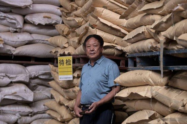 Китайского миллиардера, который критиковал власть, приговорили к 18 годам заключения