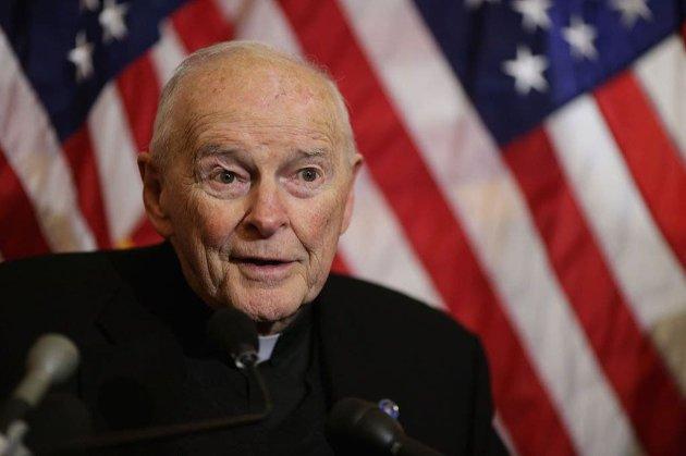 Бывшего католического кардинала будут судить за сексуальное насилие над подростком