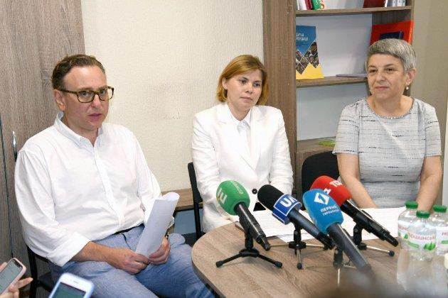 Около 3 тыс. чиновников сдали экзамен на знание государственного языка