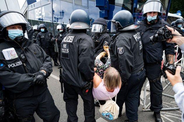 У Берліні затримали майже 600 учасників антикарантинної демонcтрації (відео)