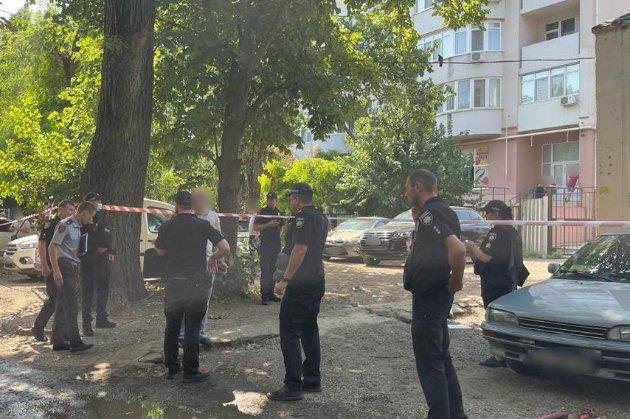 У одеському житловому дворі з автомата розстріляли чоловіка. Він помер у лікарні