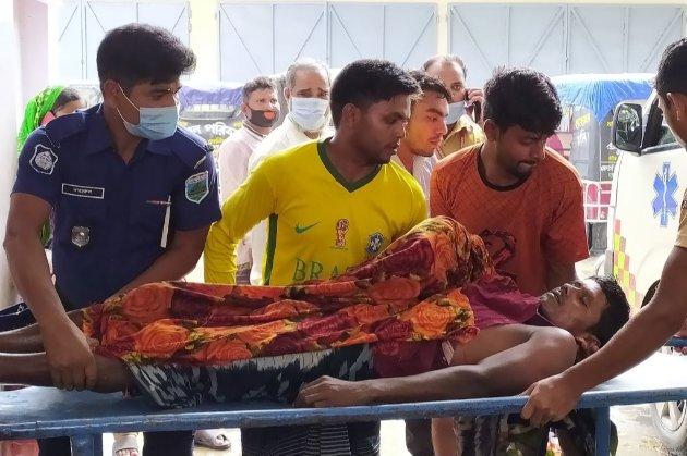 У Бангладеш блискавка вбила 17 гостей, які прямували на весілля
