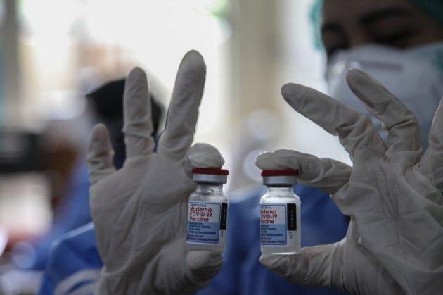 Moderna заявила, що її вакцина залишається ефективною у понад 90% протягом пів року після щеплення