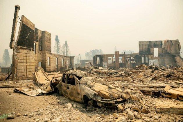 Через масштабні лісові пожежі у Каліфорнії дотла згоріло містечко