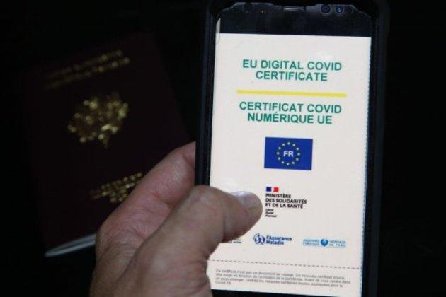 Во Франции утвердили «паспорта здоровья» и обязательную вакцинацию медиков несмотря на протесты