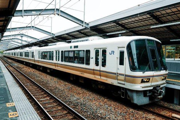 У Токіо чоловік влаштував різанину в потязі. Каже, що «розізлився на щасливих жінок»