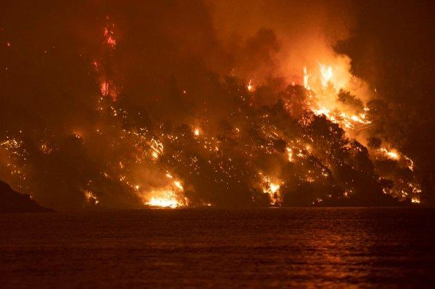 Найбільша за 30 років спека. У Греції четверту добу фіксують масштабні лісові пожежі