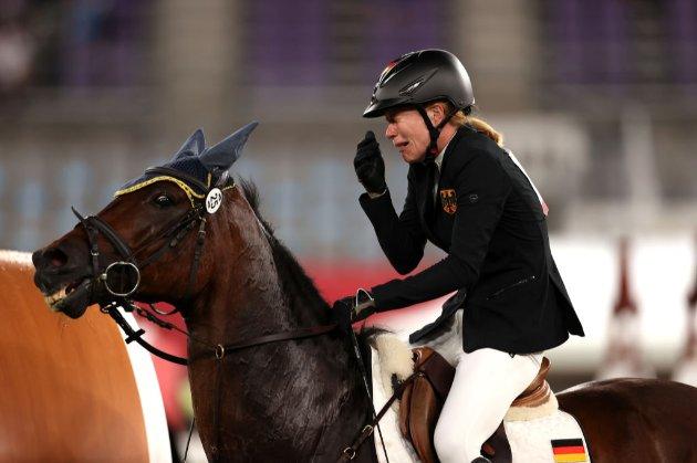 Конь представительницы Германии на Олимпиаде довел ее до слез тем, что отказался прыгать