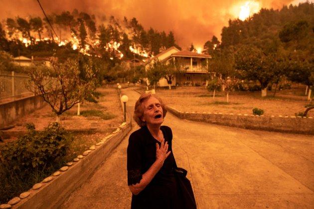 Палаюча Греція. Частина селищ перетворились на попіл, а на острові Евбея горять курортні зони (фото, відео)