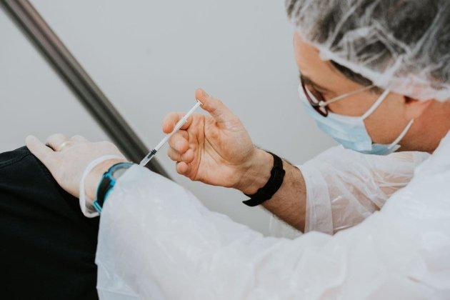 Вакцина Moderna може бути ефективнішою за Pfizer проти штаму «Дельта» — дослідники