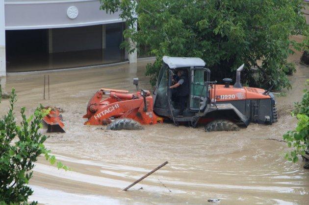 Людей спасают с помощью бульдозеров. Север Турции страдает от наводнений после сильных ливней