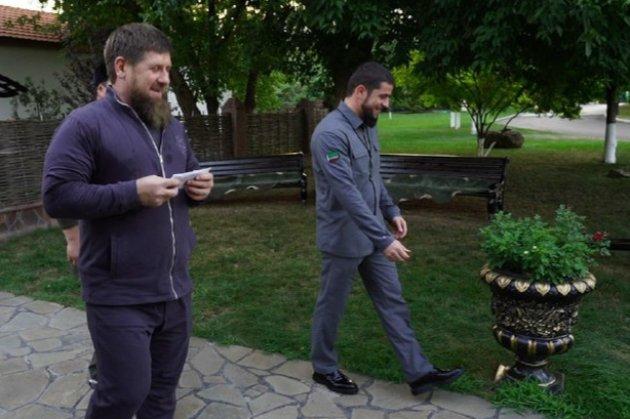 Снял попугая в собственном саду. Кадыров получил премию в 45 тыс. Рублей в качестве «лучший мобильный репортер Чечни»