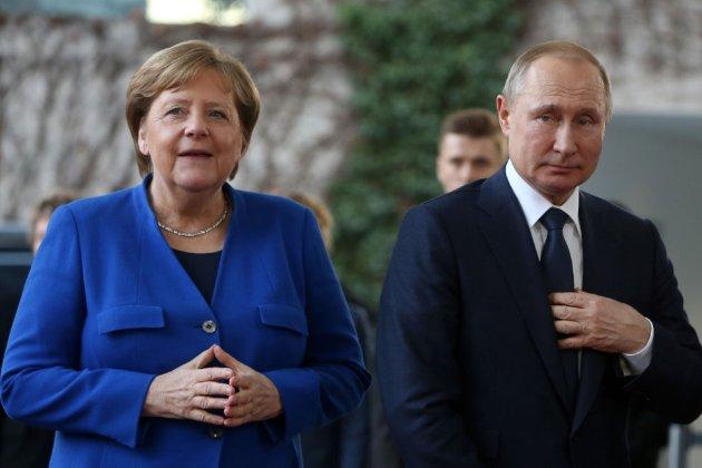 Меркель перед візитом в Україну поїде на переговори до Путіна