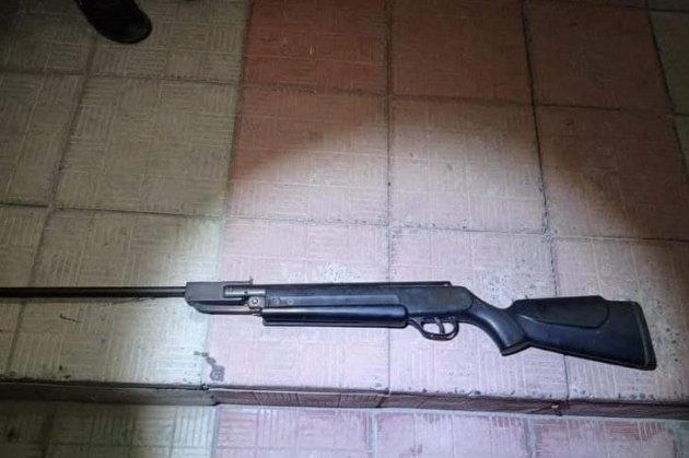 На Луганщине 17-летний подросток стрелял в детей из самодельной винтовки