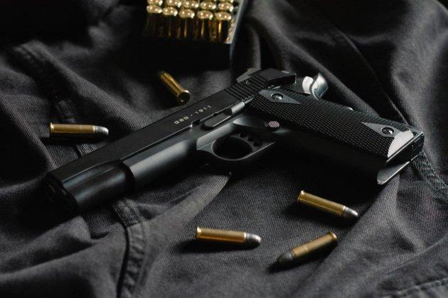 В США ребенок случайно выстрелил матери в голову во время рабочего звонка
