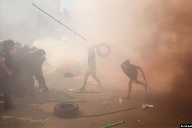 На Банковій під час акції протесту сталася сутичка між поліцією і «Нацкорпусом»