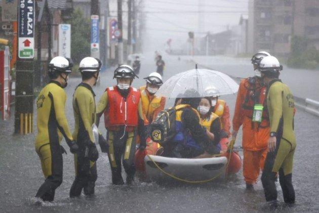 У Японії повені затопили цілі регіони. Евакуюють понад мільйон жителів