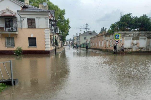 В окупованому Криму через опади затопило Керчь. Загинули дві людини